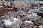 Снос старого дома - как сложно выполнить и куда девать мусор?